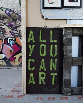 Iven Einszehn: ALL YOU CAN ART (Detail Installation Galeriewürfel Bucktopia 2013)